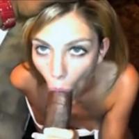 Biondina succhia cazzone nero – video amatoriale